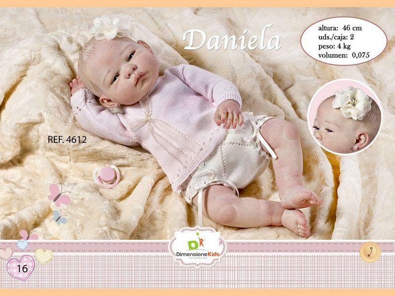 BAMBOLA DANIELA CON VESTITO ROSA 46 CMS 1.600 GRS C/IND